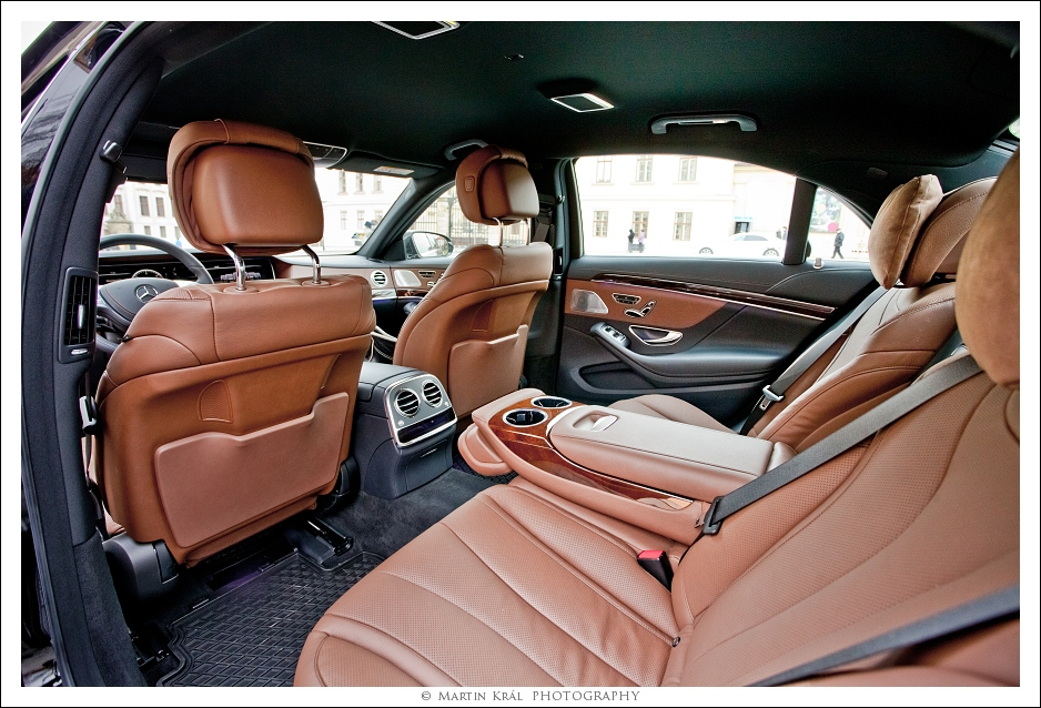 Mercedes-S_black_int